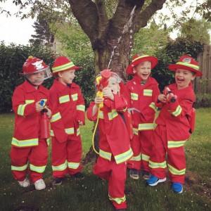 foto van feestje spel vlammen blussen