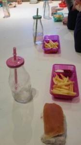 frietjes eten (2)